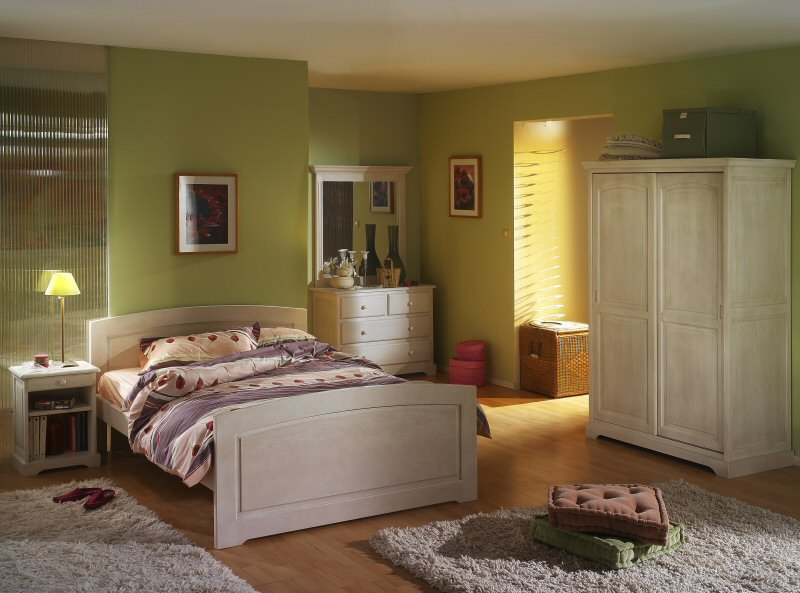 les chambres en pin massif de fabrication r gionale en charente maritime. Black Bedroom Furniture Sets. Home Design Ideas