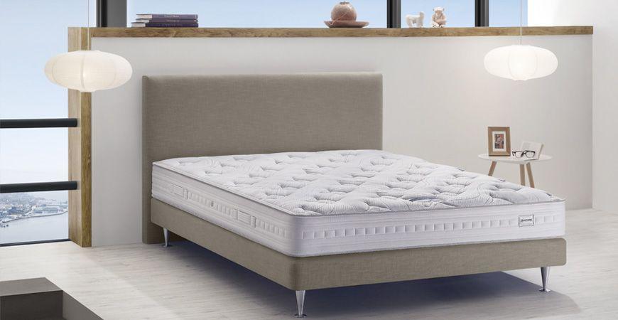 r unissant toute la technologie propre aux matelas simmons la collection essentielle va encore. Black Bedroom Furniture Sets. Home Design Ideas